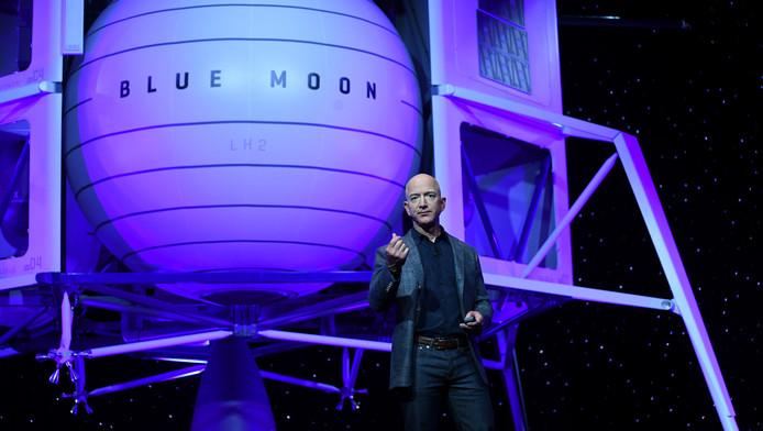 """Jeff Bezos présente l'alunisseur """"Blue Moon"""", le 9 mai 2019 à Washington."""