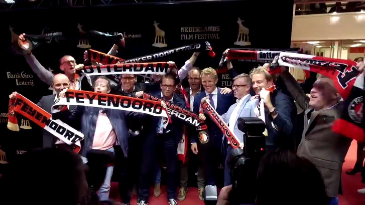 Dirk Kuyt op rode loper bij première documentaire KUYT
