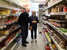 Overvallen kruidenier Schillemans krijgt beveiligingssysteem dankzij doneeractie