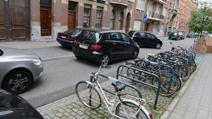 """N-VA: """"Verplichte parkeerplaats in hartje stad niet meer van deze tijd"""", Carl Devlies (CD&V) wil reglement herzien"""