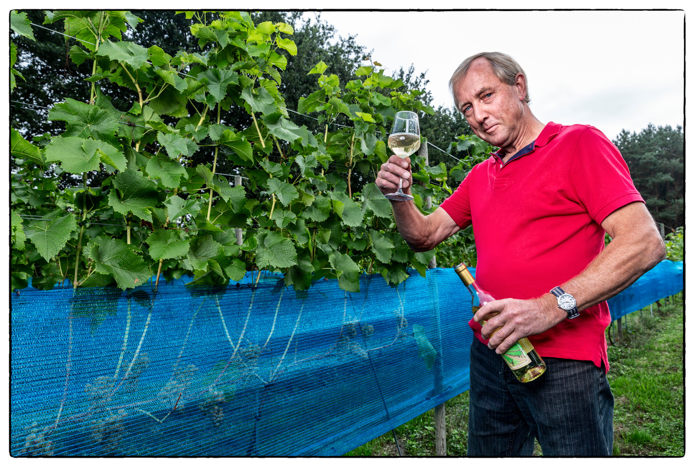 Nederlanders krijgen volgens Dik Beker de kunst van het wijnmaken steeds beter onder de knie.