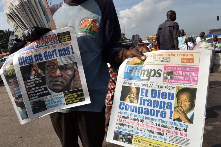 Krantenkoppen in Ouagadougou vandaag. Beeld null