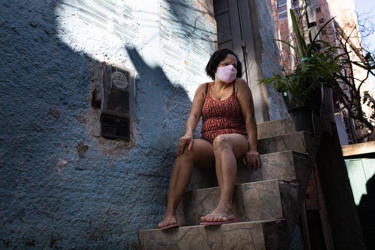 Risoleide Oliveira da Silva zit sinds begin juni zonder schoonmaakwerk omdat haar opdrachtgever werkloos werd.   Beeld Gabriela Portilho