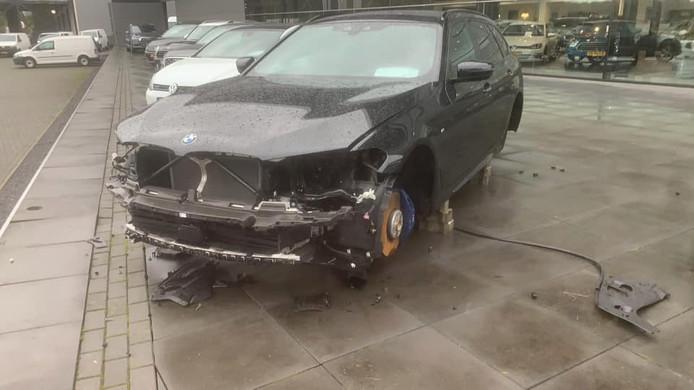 De gestripte BMW 540i.