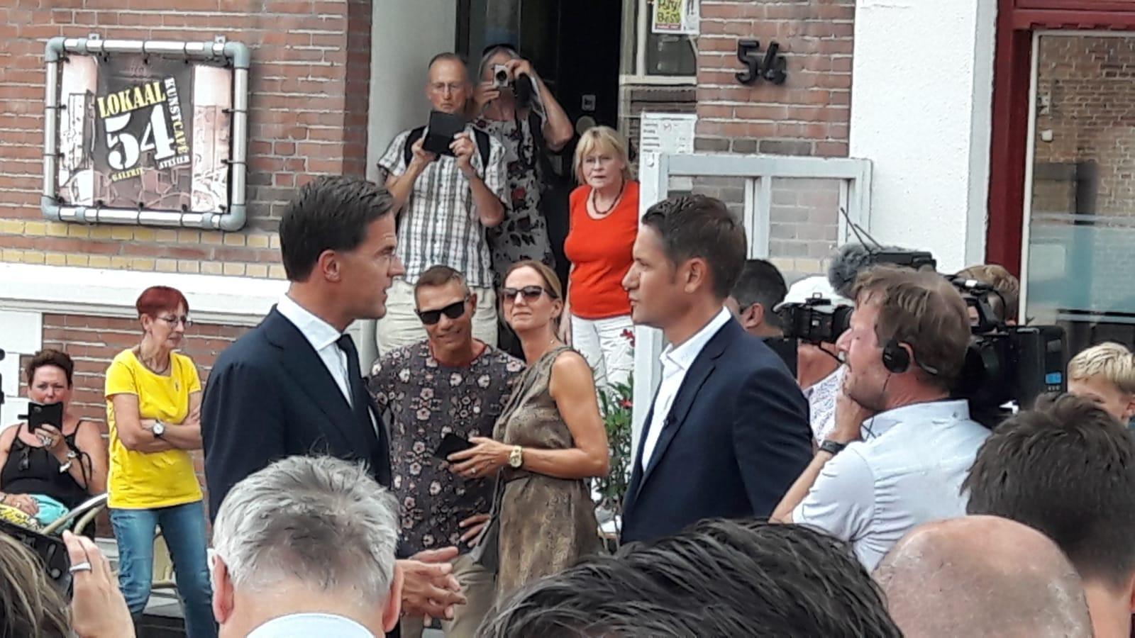 Mark Rutte wordt geïnterviewd in Terneuzen over 75 jaar vrijheid.