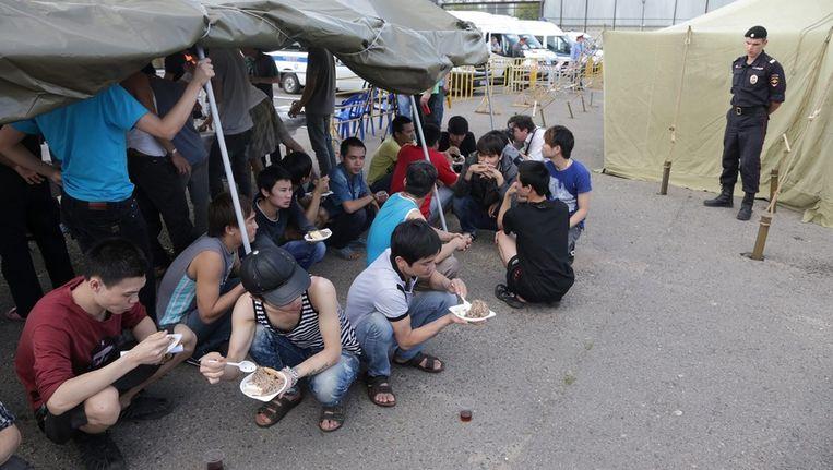 Meer dan 600 illegale immigranten wachten in een tentenkamp op hun uitzetting. Beeld epa