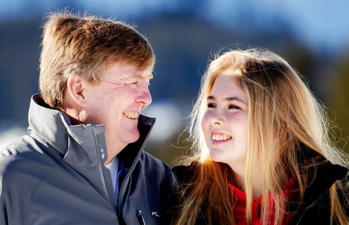 Koning Willem-Alexander en dochter prinses Amalia in Lech, vorig jaar.