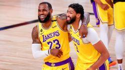 Kyle Kuzma haalt overwinning voor LA Lakers binnen dankzij driepunter met nog 0,4 seconde op de klok
