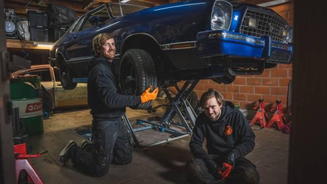 """Gentenaars zijn garage gestart waar ze enkel oldtimers restaureren: """"Momenteel werken we aan een oude Ford Mustang"""""""