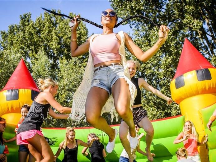 Beelden van het springkussenfestival in Amsterdam