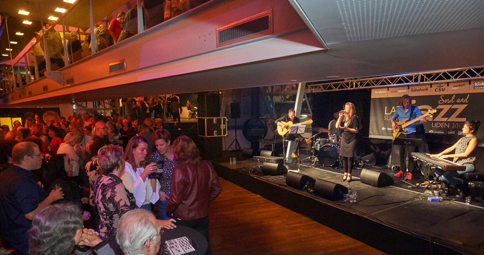 Genoeg volk bij het jazzfestival Uden. Maar toch te weinig om in 2018 opnieuw te organiseren. Op de foto de band Muito Bossa.