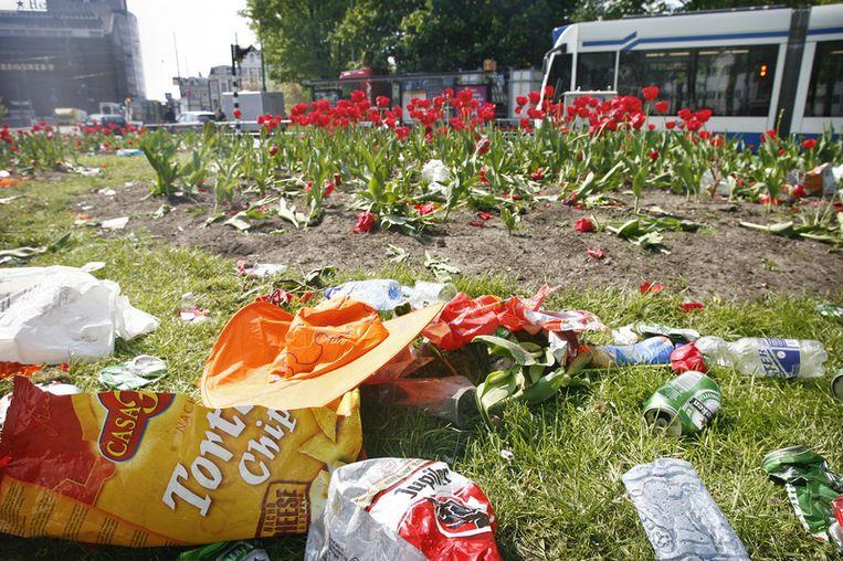 Op Koninginnedag wordt jaarlijks alleen in Amsterdam al 300.000 kilo troep geproduceerd. FOTO ANP Beeld