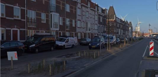 Een impressie van de windmolens te zien vanuit de nieuwe wijk Batavia aan de Waal in Nijmegen-West.