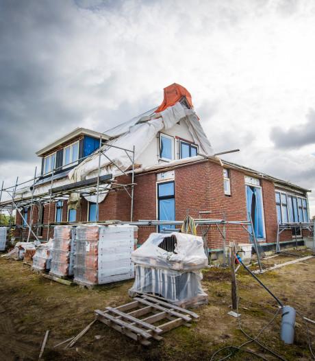 Eigenaar van verkeerd gebouwde woning in Uddel is kind aan huis bij rechter