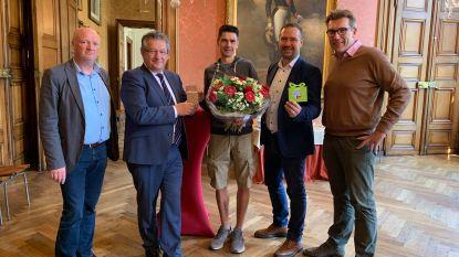 Beste Bruggeling tijdens Dwars door Brugge ontvangen op stadhuis