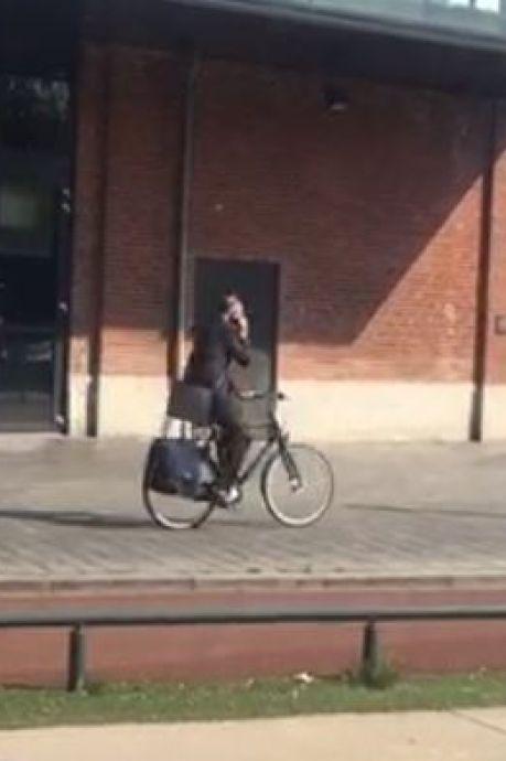 Onno van Veldhuizen door het stof na bellen op de fiets: 'Dit moet ik niet meer doen'