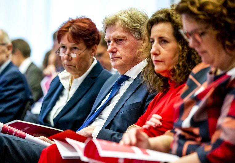 Commissievoorzitter Martin van Rijn (tweede van links) en minister Ingrid van Engelshoven van onderwijs (tweede van rechts), tijdens de presentatie van het rapport van de Adviescommissie Bekostiging Hoger Onderwijs en Onderzoek.  Beeld ANP