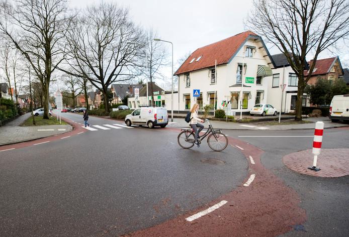 De kruising Bergweg met de Jacob van Lenneplaan in januari, na de aanpassing.