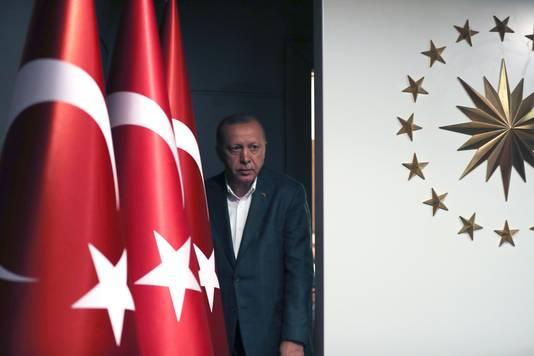 De Turkse president Recep Tayyip Erdogan bij een persconferentie na de verkiezingen op zondag.