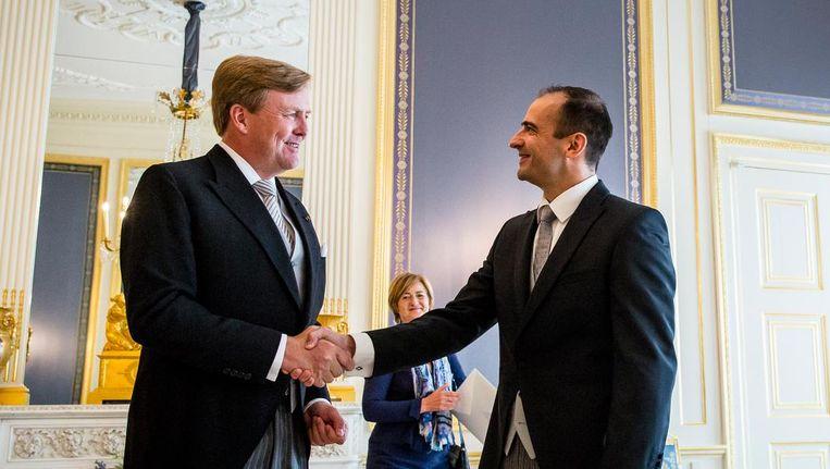 Koning Willem-Alexander ontvangt de ambassadeur van Hongarije, Andras Kocsis, in 2016. Beeld anp