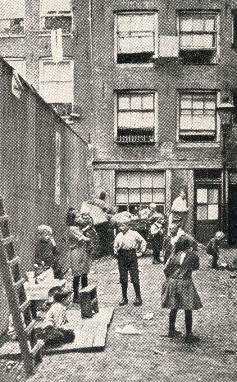 De Wijde Gang in de Jordaan in 1922. Beeld Nationaal Archief/Collectie Spaarnestad/Fotograaf onbekend
