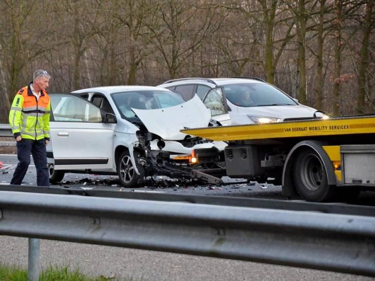 Weer aanrijding op A58 bij Bergen op Zoom, twee gewonden
