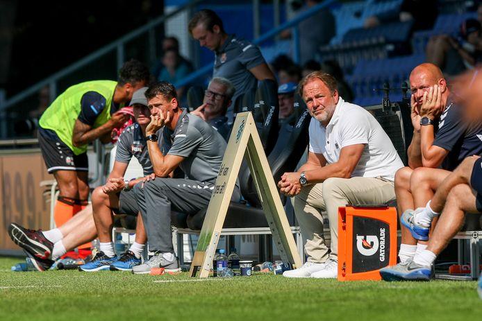 De Graafschap-trainer Mike Snoei tijdens het oefenduel met FC Volendam.