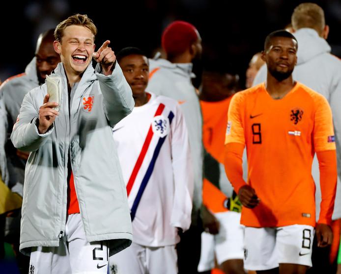 Frenkie de Jong lacht. Hij tot 'Man of the Match' uitgeroepen.