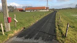 """West-Vlaamse boer opgelicht: """"Op half uur tijd was dreef bedekt met minderwaardig asfalt"""""""
