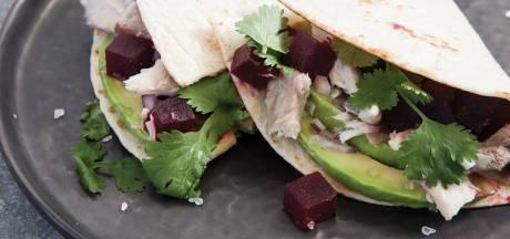Wat Eten We Vandaag: Wrap met makreel, bietensalade en limoenmayonaise