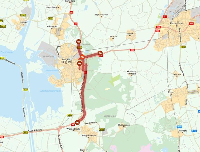 De situatie op de weg bij Bergen op Zoom, maandagmiddag iets na 13.00 uur.