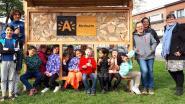 Bewoners Nieuwdreef plaatsen bijenhotel en plannen de aanleg van geveltuinen