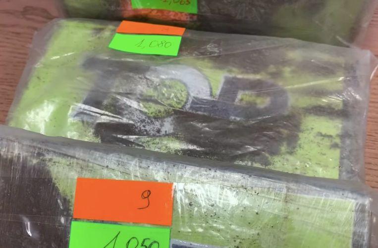 De pakketten met vijftien kilo coke waren voorzien van het handelsmerk 'Top'.