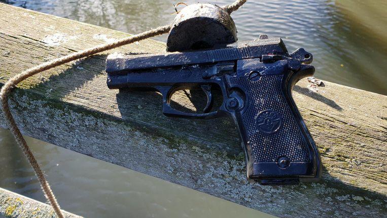 Het pistool dat Brian ophaalde Beeld Brian