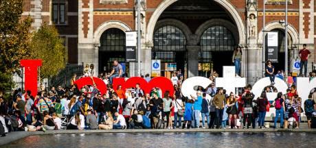 Amsterdam wil definitief af van massa's toeristen