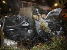 Auto en bestelbus branden uit in Den Bosch