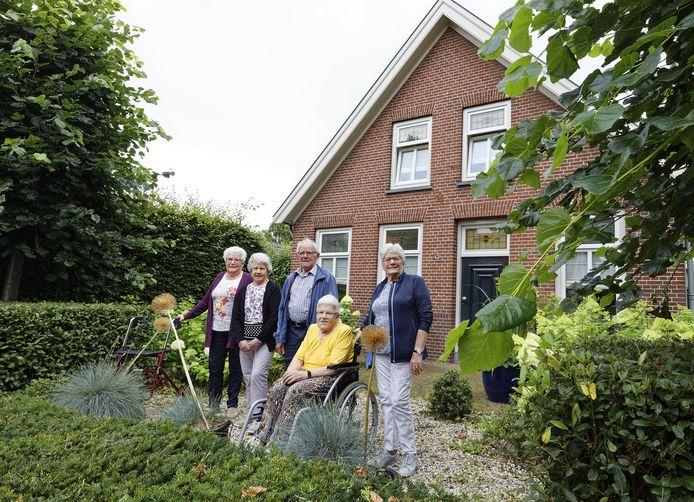 De familie Wolfs uit Elshout: Jo, Cor, Hein, Nel en Bertha (v.l.n.r.)
