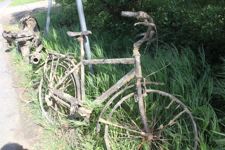De fiets waarmee Johan Van Nieuwenhove 40 jaar geleden in de Dender reed.