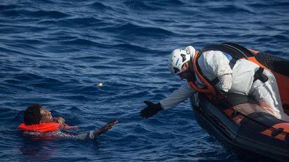 Spaanse kustwacht redt meer dan honderdvijftig bootvluchtelingen