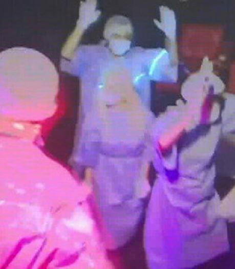La fête de la honte: ils transforment une villa en boîte de nuit et se déguisent en médecins