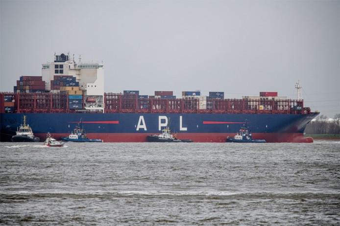 Containerschip APL Mexico City raakte op drift bij Doel.