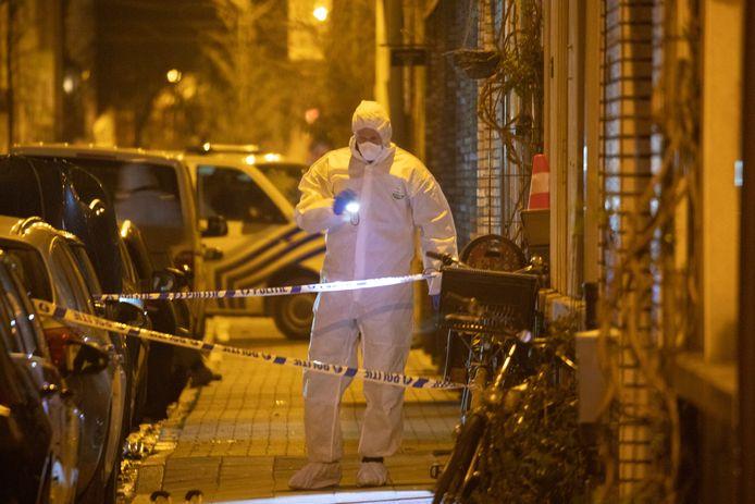 Het labo van de politie onderzoekt  in maart 2019 sporen na de zoveelste aanslag in het drugsmilieu in Antwerpen-Noord.