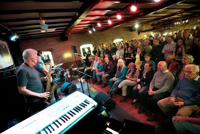 De zaal van café Van Bracht in Aarle-Rixtel was mudjevol tijdens het optreden van Yellowjackets.