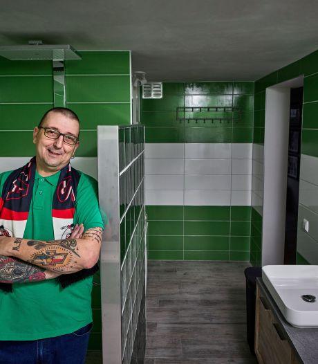 Trotse Sparta-fan betegelt badkamer in Rotterdamse kleuren: 'Het is nu echt een mannenhuis'