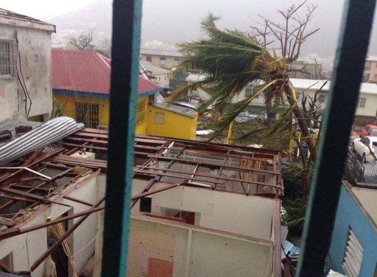 Schade op het eiland Sint-Maarten als de orkaan Irma over het Caribisch gebied trekt.  Beeld ANP Handouts