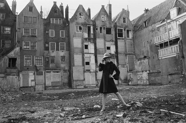 Marijke Koger in de Jordaan, 1965 Beeld Cor Jaring