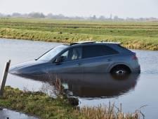 Spiksplinternieuwe Audi met waarde van 2,5 ton te water in Reeuwijk