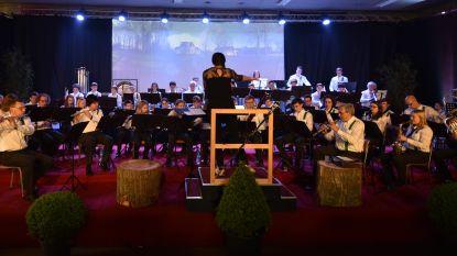 Koninklijke Sint-Stanislasspeelschaar speelt 'Over 't water'