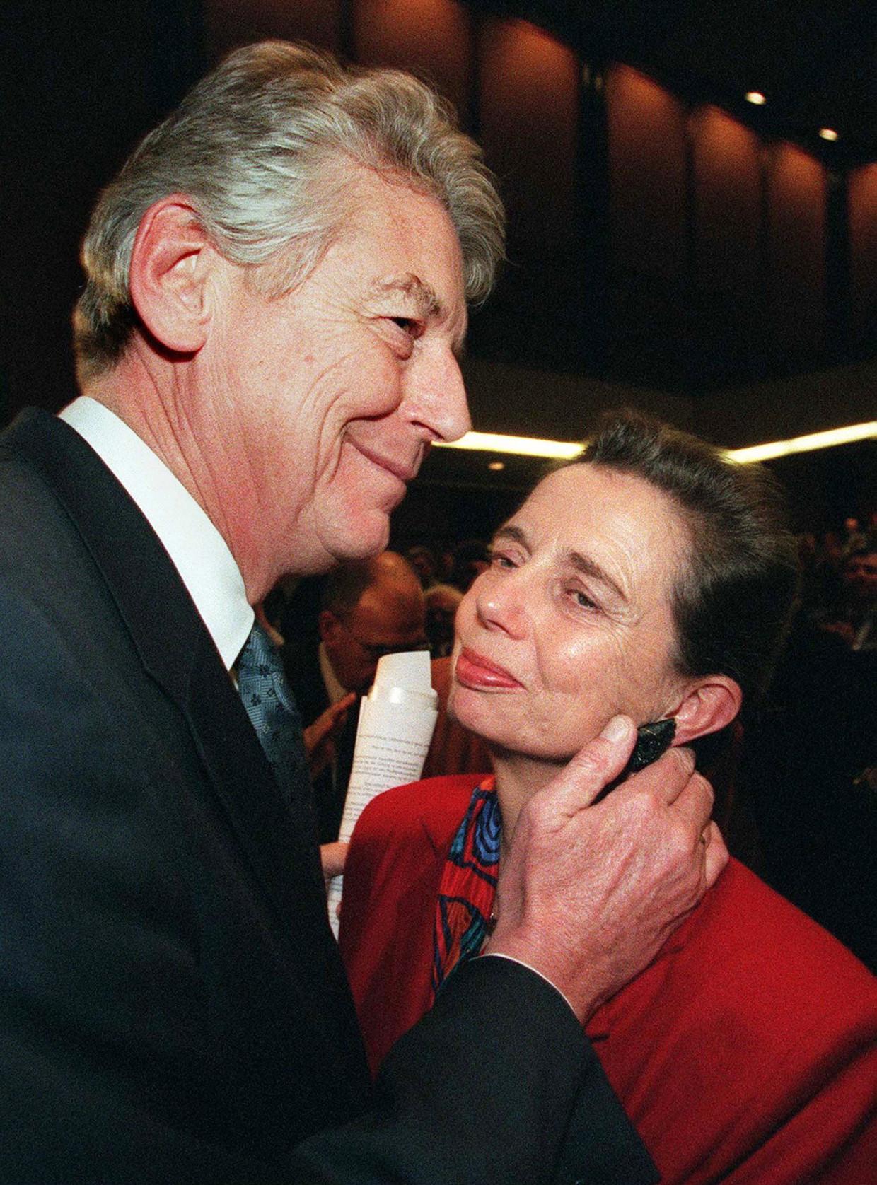 Wim en Rita Kok nemen ook in 1998 de schijnwerpers voor lief tijdens de PvdA-verkiezingscampagne.
