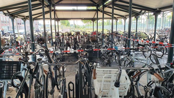 Het afgezette deel van de fietsenstalling bij Brandevoort.